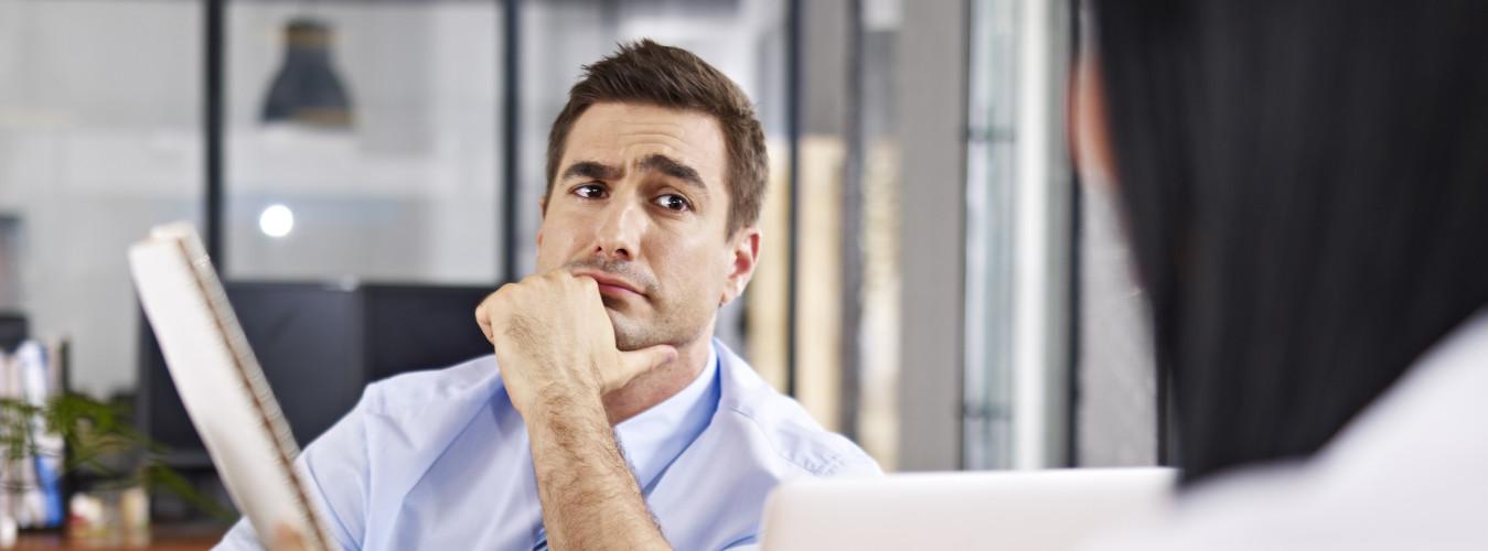 Mann ist skeptisch gegenüber Change Management