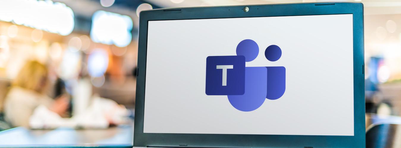 Laptop mit Microsoft Teams Logo